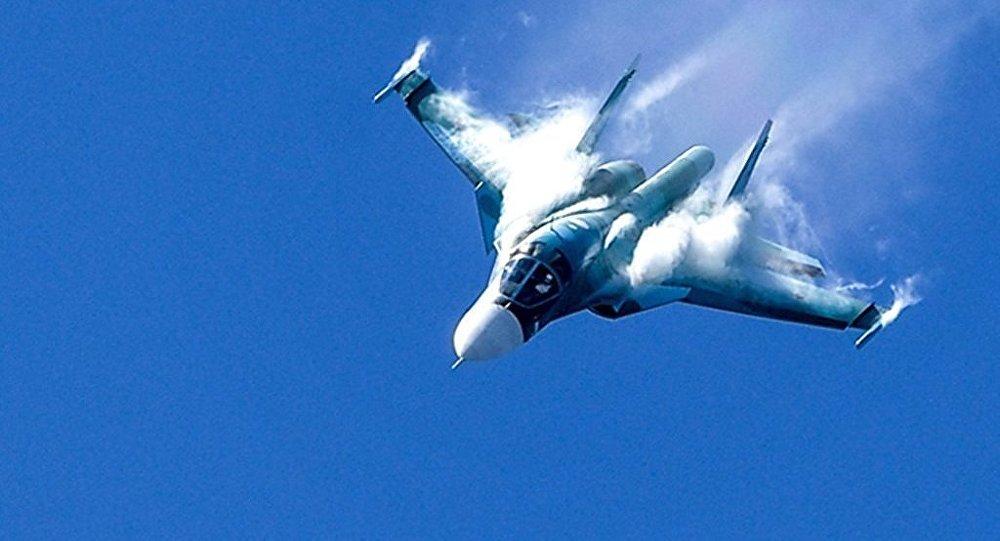 俄最新型苏-34战斗轰炸机完成平流层飞行