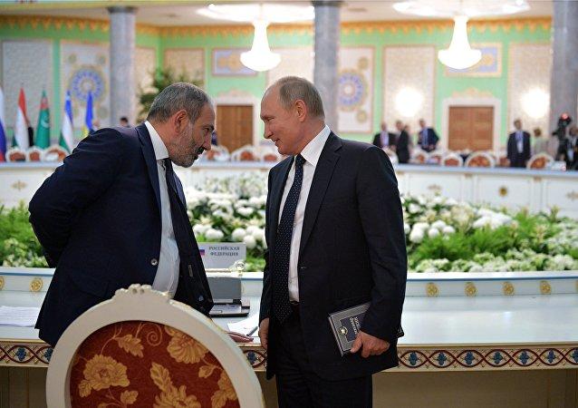 普京在杜尚別峰會上讀普希金的《耶夫根尼•奧涅金》
