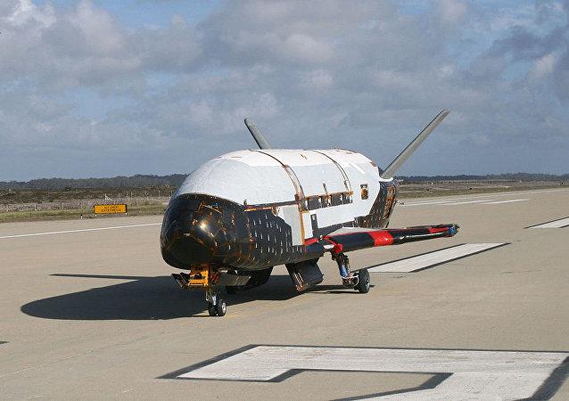 美国无人太空飞机X-37
