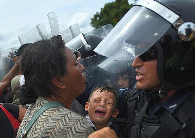 媒體:墨西哥政府拘留數百名移民