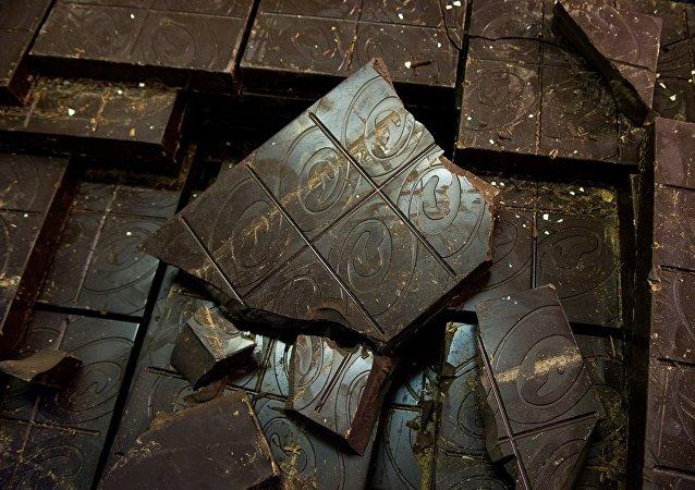 德國工廠發生洩漏 近1噸巧克力鋪滿街頭