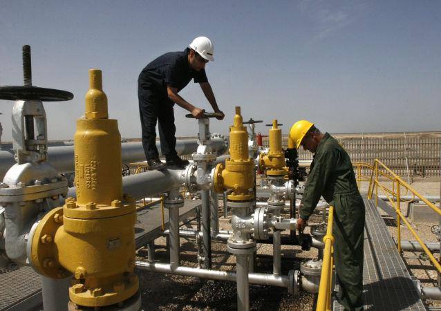 消息人士:美國希望印度將伊朗原油進口量縮減至每月900萬桶