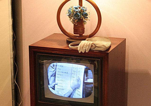 成千上万英国人至今仍在看黑白电视