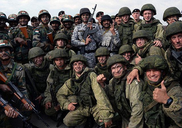 """俄印在""""因陀罗2018""""联合演习期间举行反恐行动"""