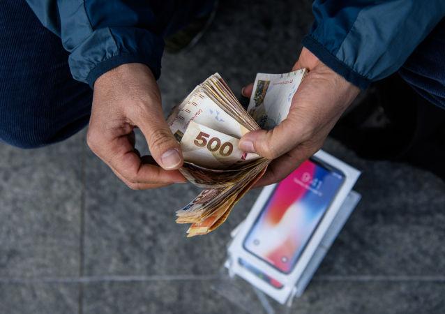 苹果公司计划降低货币疲软国家的iPhone售价