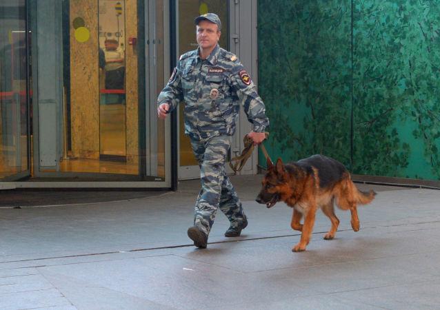 莫斯科郊區兩家商場接到炸彈威脅電話 逾1500人被疏散