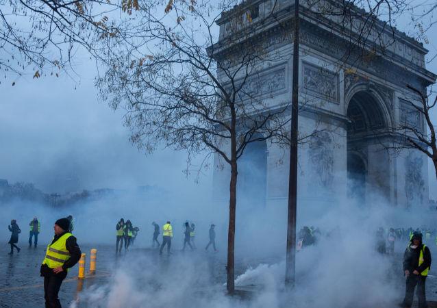 法總理:逾千人因「黃背心」抗議活動期間騷亂被判罪