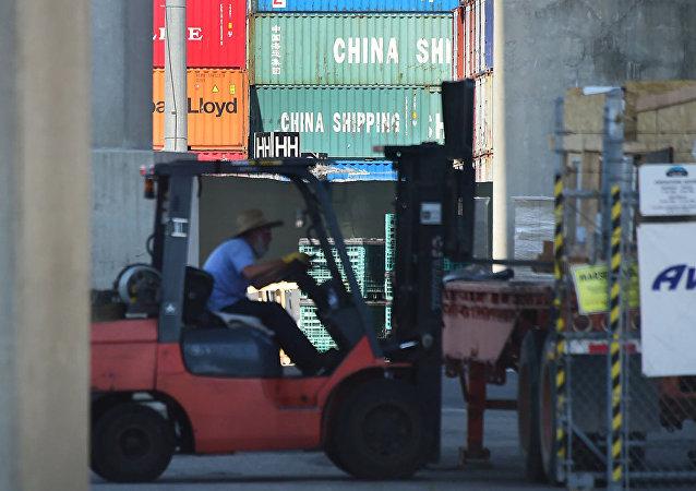 美国宣布延期两周加征中国商品关税