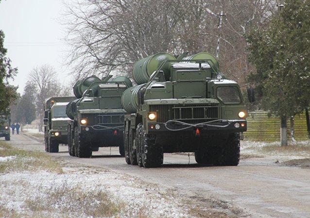 "S-400在黑海沿岸地带的演习中击退""敌""密集导弹攻击"