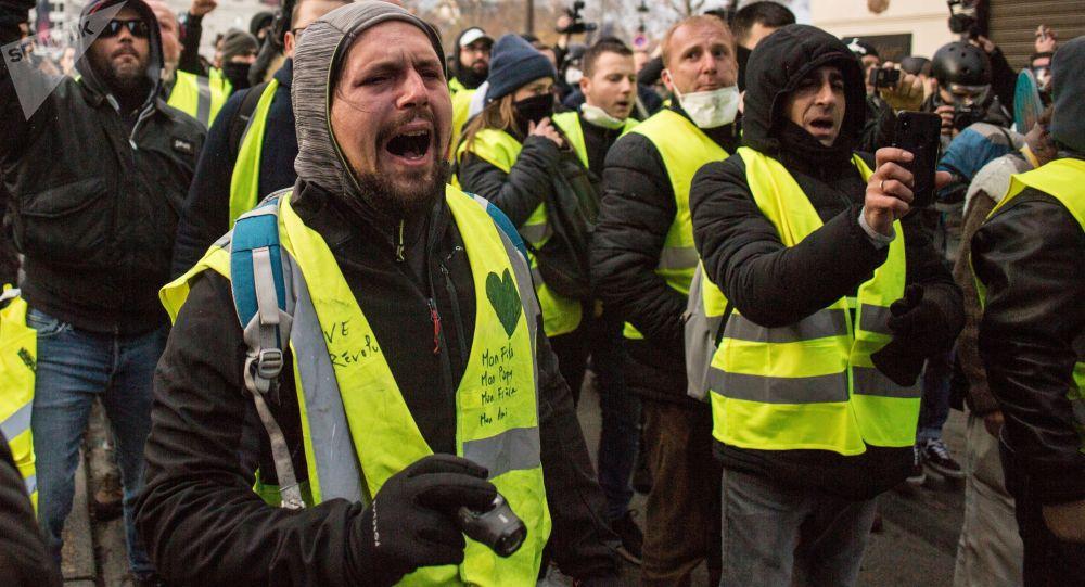 媒体:超过5.8万名黄背心2月2日参与法国的抗议活动