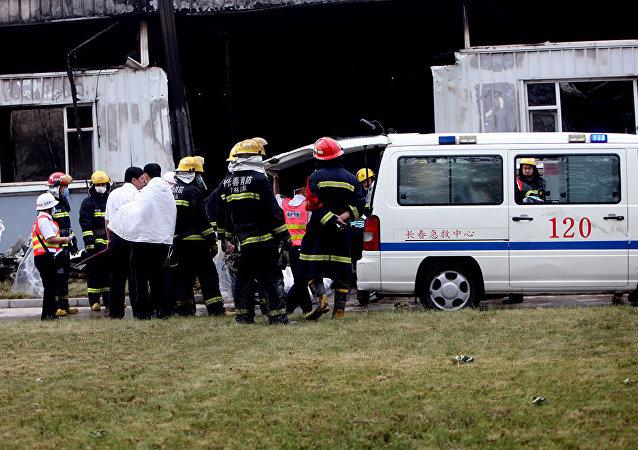 安徽省太湖县一车辆坠崖 致12人死亡2人受伤
