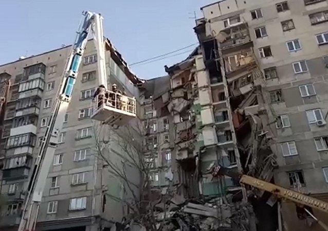 俄紧急情况部:马格尼托哥尔斯克发生燃气爆炸居民楼的墙体将被拆除