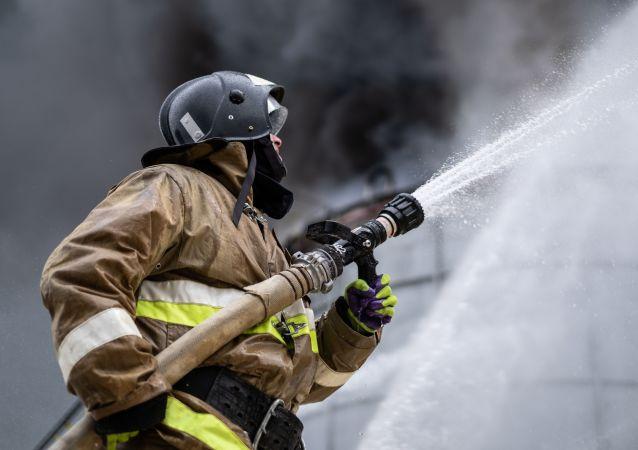 紧急服务部门:俄罗斯奥伦堡州一家镀锌厂发生大火