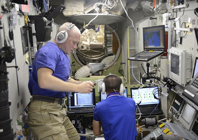 俄罗斯宇航员在国际空间站工作