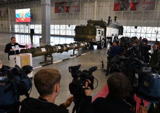 俄方向外国武官首次展示美国认为违反中导条约的导弹