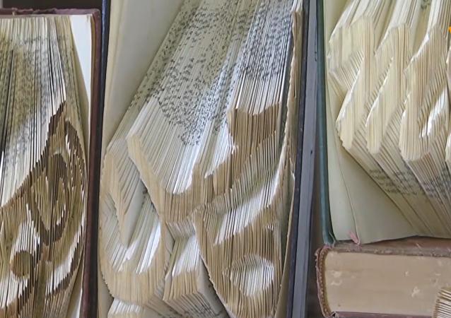 巴勒斯坦艺术家变书本为折纸艺术