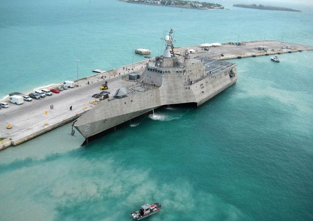 Американский боевой корабль прибрежной зоны USS Independence на базе военно-морского флота США Key West во Флориде