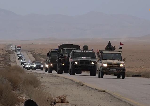 俄军同联合国人道车队一同前往鲁克班难民营