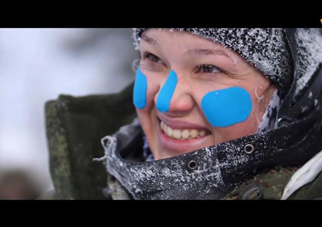 俄軍女滑雪登山兵備戰奧地利國際比賽