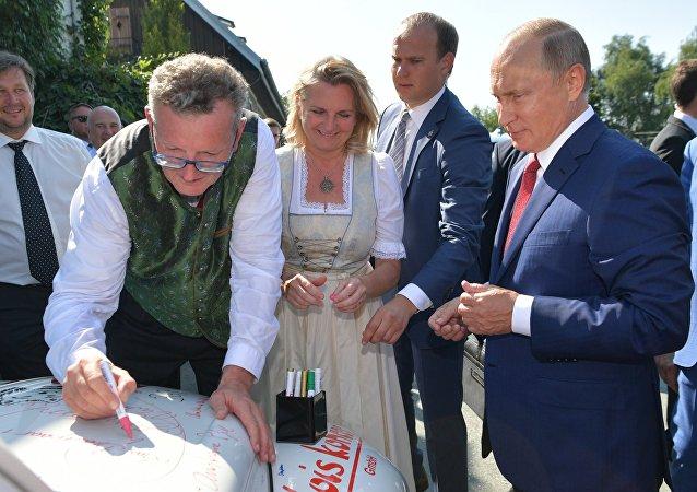 有普京親筆簽名的敞篷車拍得2萬歐元