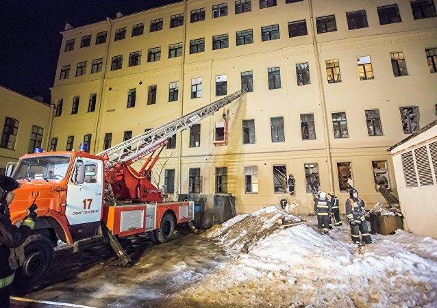 圣彼得堡一所大学建筑坍塌面积达到885平方米