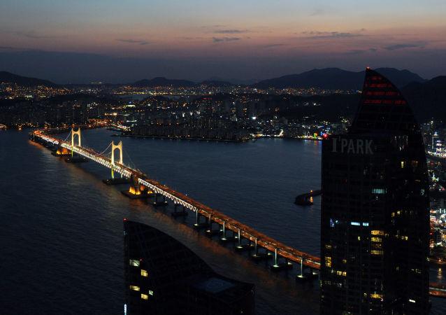 英国航母舰队中一核潜艇先行抵达韩国釜山港