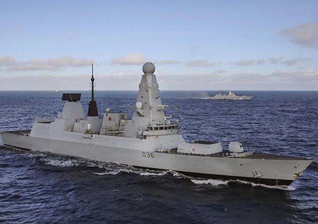 """英国海军""""保卫者""""号驱逐舰"""
