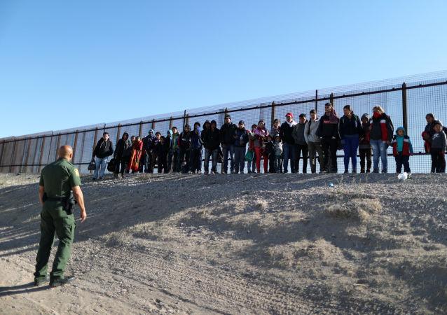 特朗普称美国和墨西哥已就贸易和移民问题达成协议