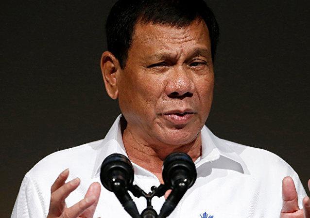 菲律宾总统在中美之间搞关系平衡