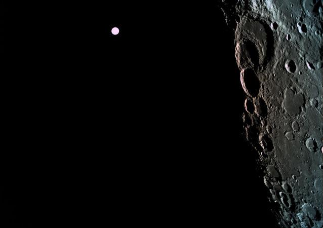 """俄科学家提议钻探月球以了解其何时出现""""背面"""""""
