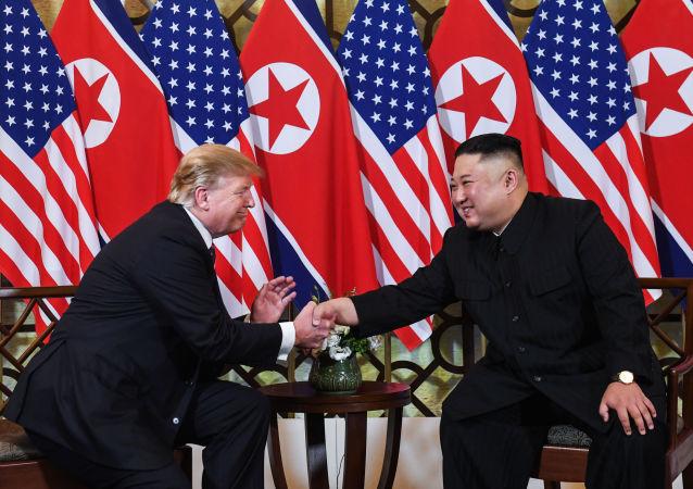 美国总统特朗普(左)和朝鲜领导人金正恩