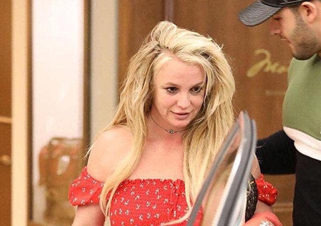 Бритни Спирс покидает психиатрический стационар после лечения.