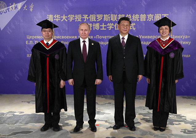 清華大學授予俄羅斯聯邦總統名譽博士頭銜