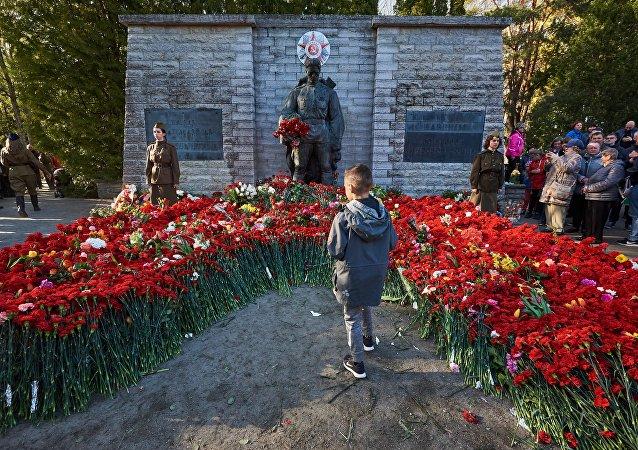 愛沙尼亞埋葬143具二戰紅軍戰士遺體