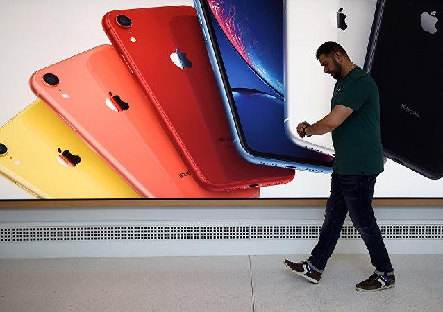 一名中国公民在美对走私假冒苹果手机供认不讳