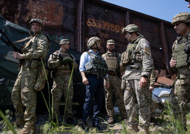 乌克兰总统弗拉基米尔·泽连斯基访问顿巴斯