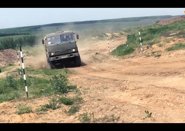 俄国防部在军车驾驶员日发布震撼视频
