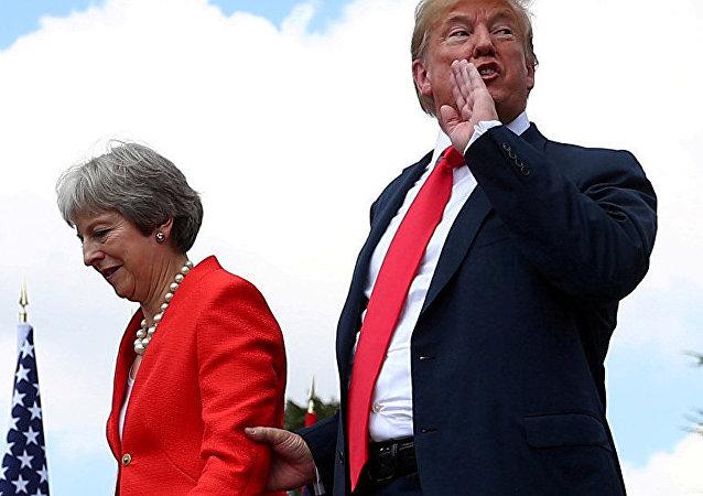 得知特蕾莎·梅演讲收入的特朗普:我宁愿付她10万英镑不听她演讲
