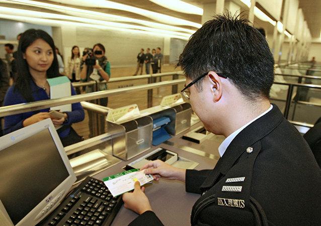 香港海关检获230公斤疑似液态冰毒 为近20年来最大宗空运贩毒案