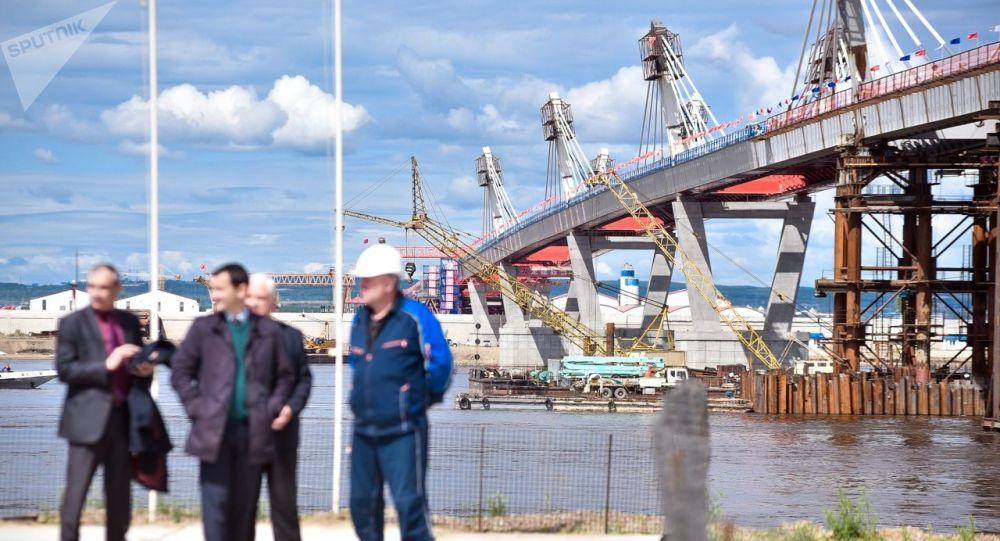 俄罗斯完成布拉格维申斯克-黑河大桥牵索系统安装