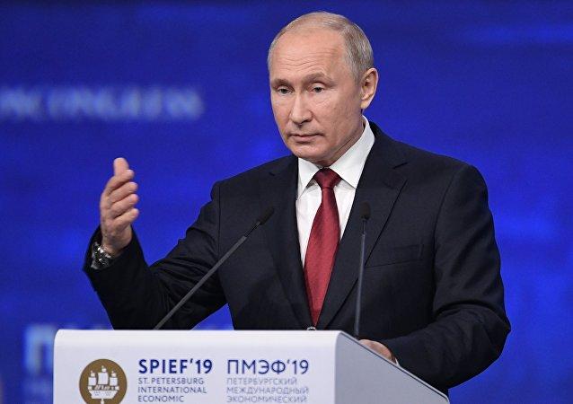 普京:必須重新思考美元的作用 全球對其的信任度正在降低