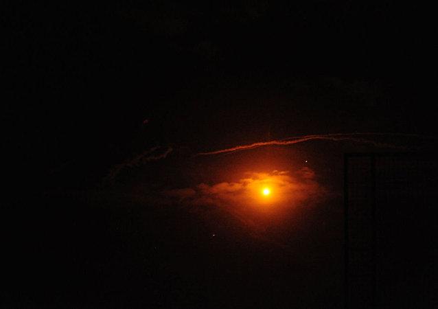 敘利亞防空系統擊落攻擊阿勒頗附近一城市的大部分以色列導彈