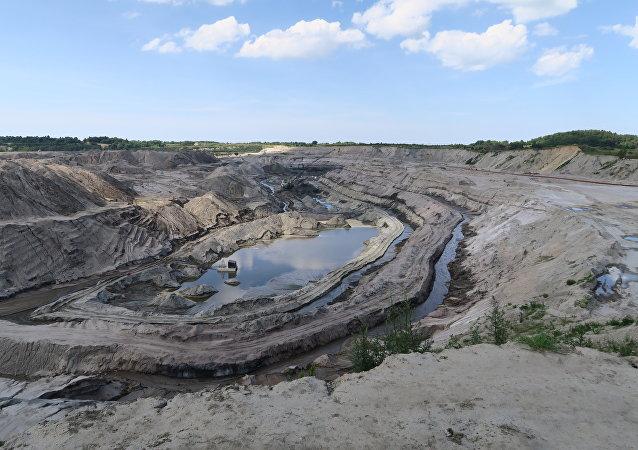 加里宁格勒市的琥珀开采