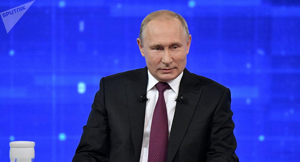 """俄罗斯民众在""""与普京直播连线""""前提出的问题最常涉及卫生保健领域"""