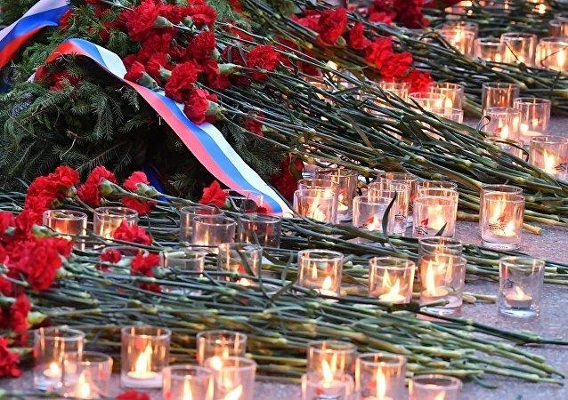 普京向無名烈士墓敬獻花圈
