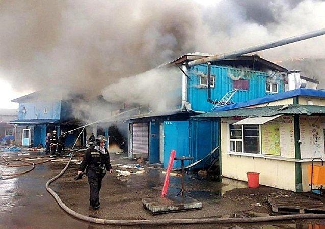 乌苏里斯克中国市场火灾过火面积达2200平米