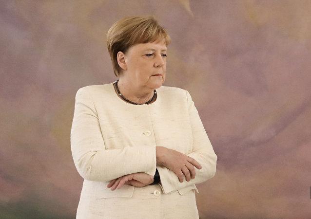 默克尔在柏林出席仪式时再次出现身体颤抖现象