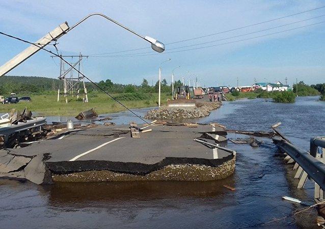 俄罗斯伊尔库茨克州洪水造成18人遇难17人失踪