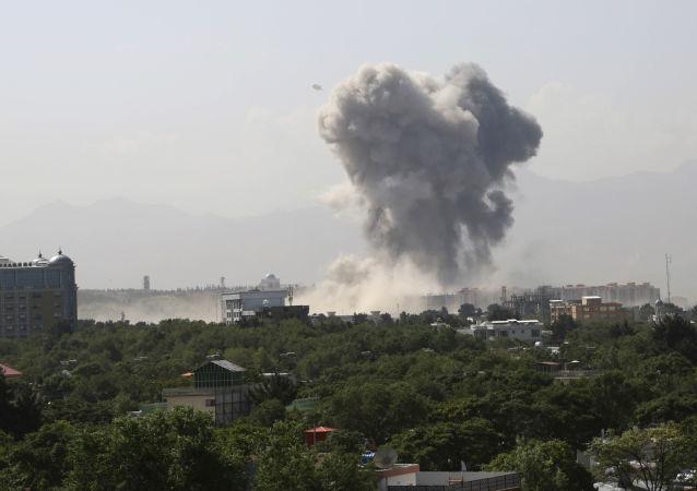 """美国军方使用无人机打击策划喀布尔机场爆炸事件的""""伊斯兰国""""成员"""