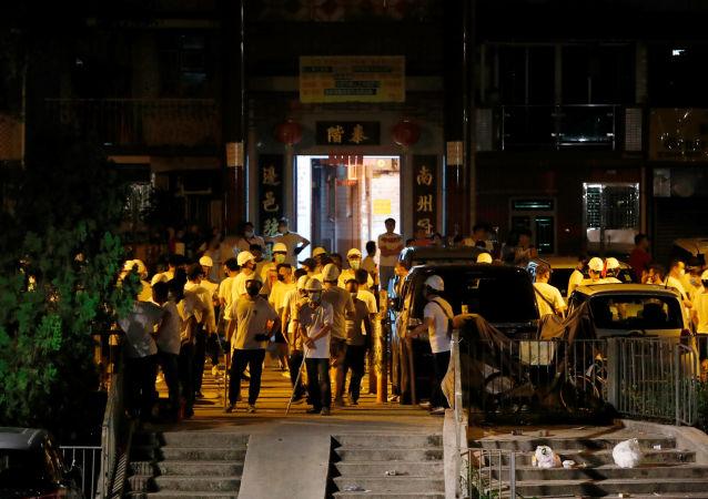 香港警方使用催泪瓦斯驱散抗议者